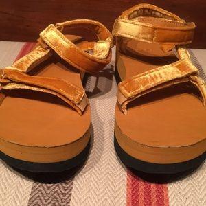 dcd23803e07 Teva Shoes - Women s Teva Flatform Universal Velvet